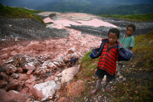 Child gold panners in the tailings from Porgera Gold Mine, Enga Province, PNG. Feb 2008. © 2008 Erland Howden, all rights reserved.